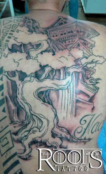 Tatuajes línea y sombra para la espalda