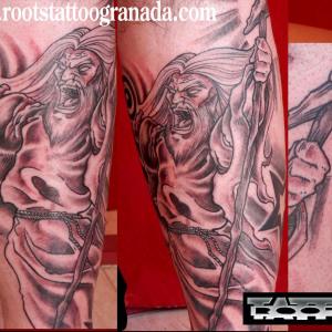 Tatuaje mago Gandalf sombras y líneas estilo propio, Serafín Rabé, Roots Tattoo Granada