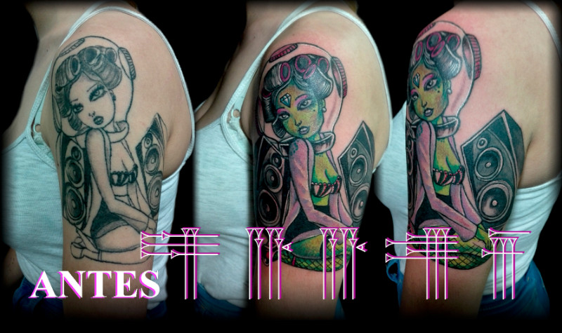 Tattoo space alien pin up