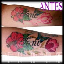 tatuaje de flores con letras