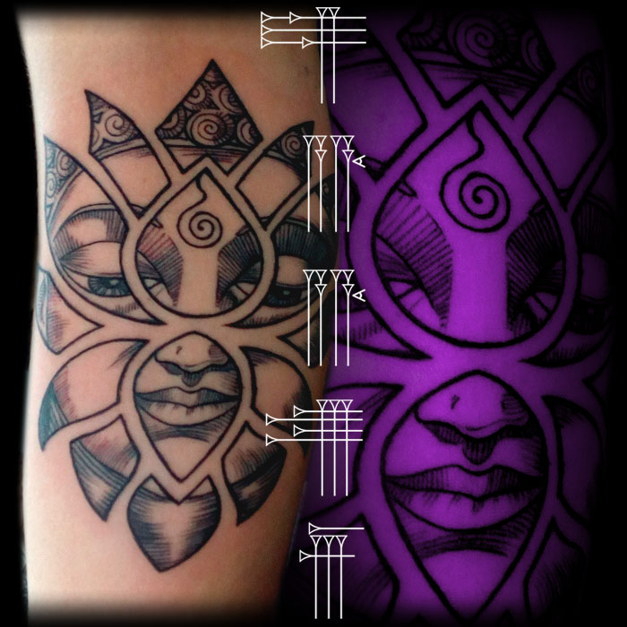 Tatuaje budista incrustado en flor de loto