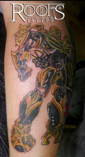 Tatuaje transformer amarillo