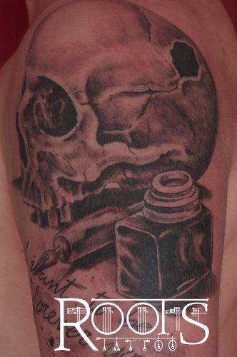 Tatuaje cráneo tintero sombras