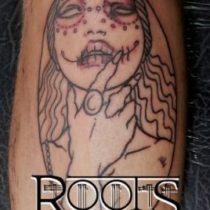 Tatuaje en la espinilla