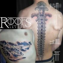 Tatuaje espina dorsal y costillas mecánicas