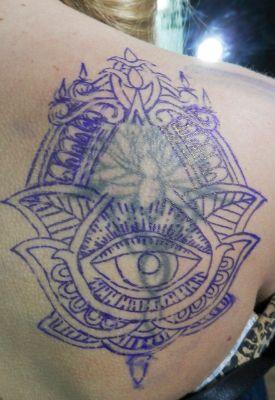Tapado, arreglo y ampliación de tatuaje antiguo loto