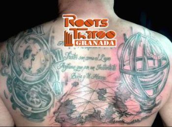 Tatuaje reloj y brújula