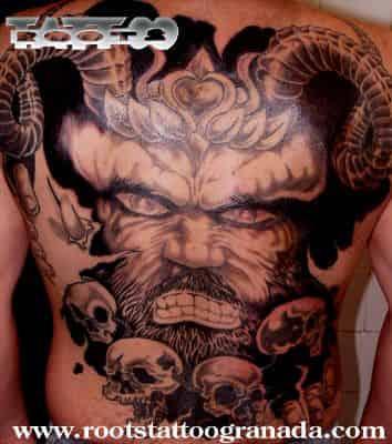 Backpiece Demonio con cuernos y calaveras