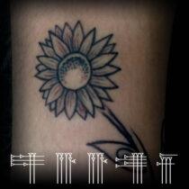 Tatuaje flor pequeña