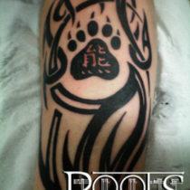 Tatuaje tribal zarpa de oso