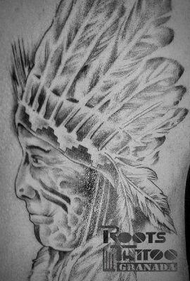 Tatuaje realista en el costado