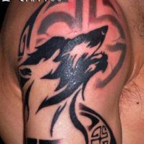 Tatuaje tinta plana lobo