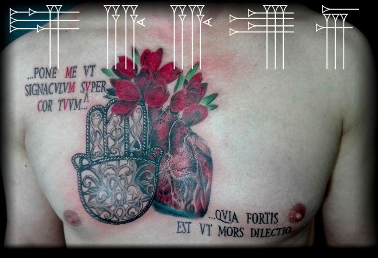 Tatuaje en el pecho a color