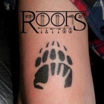 tatuaje negro huella