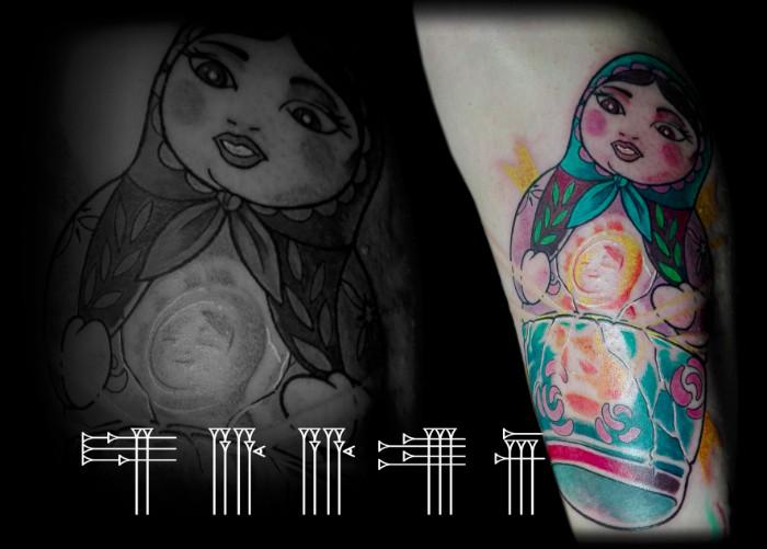 Tatuaje a color para pierna de chica