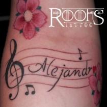 Nota musical con flores y letras