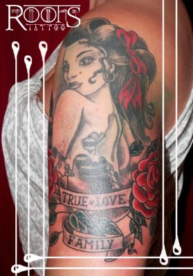Tatuaje tradicional americano chica