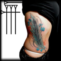 tattoo en las costillas mujer