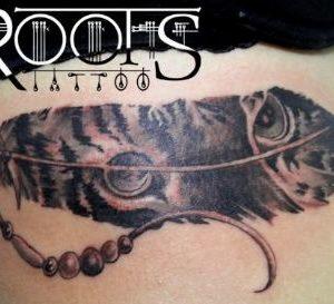 Tatuaje costado chica