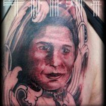 Tatuaje rostro de mujer