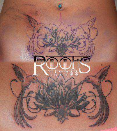 Tattoo pubis chica