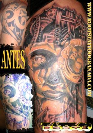 Tapado de tatuaje de estrellas con cara biomecánica