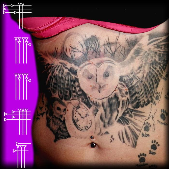 Tatuaje owl con polluelo y huevo con reloj