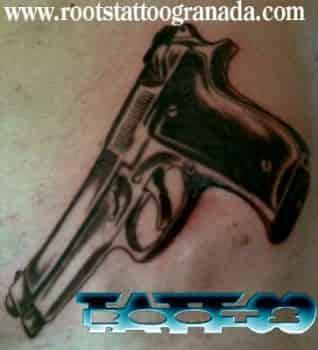 Tatuaje arma de fuego