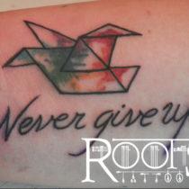 Tatuajes pequeños con letras para hacer en la mano