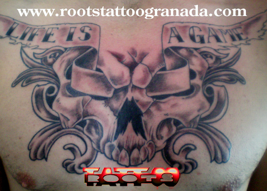 Tatuaje caravela con ornamento pecho hombre