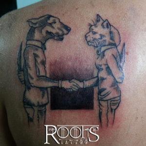 Tatuaje estilo cómic con líneas tipo grabado