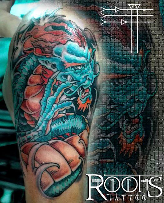 Dragon azul en el hombro
