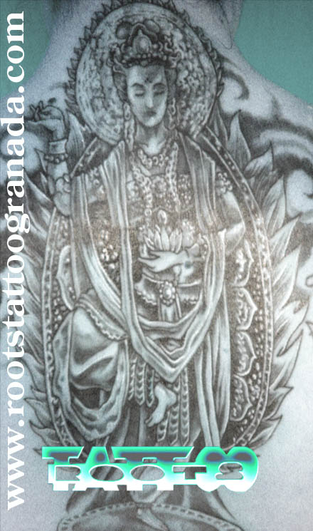 Tatuaje espalda chica Diosa hindú Tara, Serafín Rabé, Roots tatto Granada