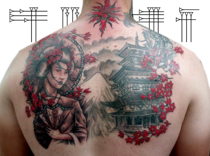 Tatuaje grande media espalda