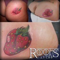 Tapado de tatuaje de dos fresas con una sola