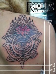 Tatuaje con motivos mendhi
