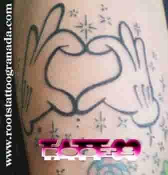 Tattoo manos con estrellas