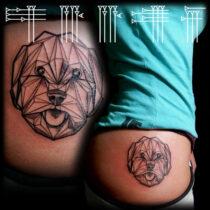 Tattoo en cadera de chica