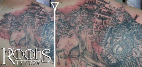 Samurai a caballo con paisaje templo