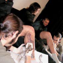 Tatuando una pierna en confianza