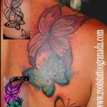 tapado de tatuaje de duende irlandes con mariposas a color estilo propio serafin rabe coverup roots tattoo granada