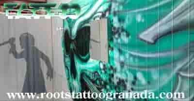cortina tras graffiti